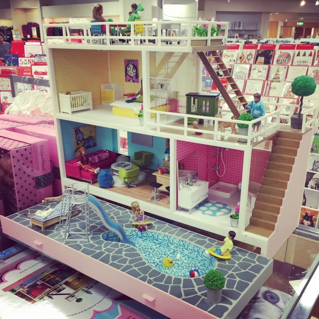 The Lundby Stockholm Dolls House. I'm in love...